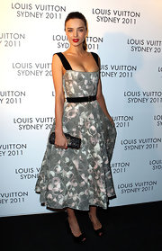 Miranda Kerr was retro-chic at the Louis Vuitton soiree in Sydney, Australia. The model beauty accessorized her look black patent leather peep-toe pumps.