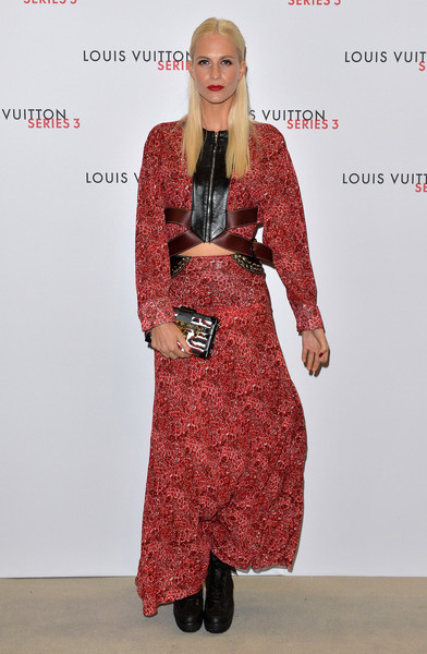 Poppy Delevingne complemented her dress with a printed box clutch by Louis Vuitton.