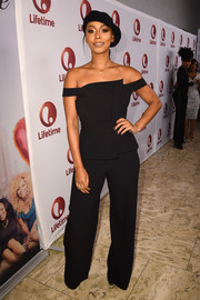 Keri Hilson matched her top with a pair of black wide-leg pants, also by The Envy Life.