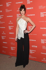 Kate Beckinsale polished off her monochrome look with a pair of mega-flared pants by Rebecca Vallance.