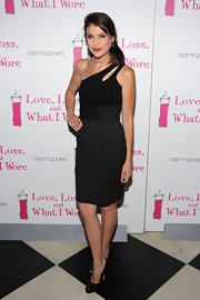 Ashley rocked a cutout, one-shoulder dress with classic, patent leather pumps.