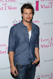 Nick looked stylish in a chambray, button-down over a white shirt with jeans.