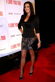 Megan Gale finished off her look with a pair of simple black pumps.