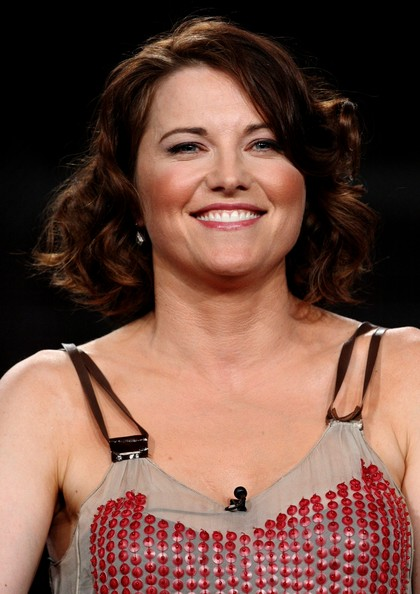 Lucy Lawless Curled Out Bob [television show,spartacus: blood and sand,hair,hairstyle,eyebrow,chin,beauty,lip,premiere,layered hair,brown hair,smile,lucy lawless,cable portion,ritz-carlton huntington hotel,pasadena,california,summer tca tour,summer television critics association press tour]