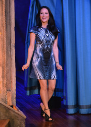Lucy Liu teamed her modern dress with a pair of elegant black lace sandals.