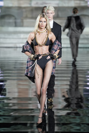 Stella Maxwell showed off her supermodel physique in a two-piece bikini by Dsquared2 at the LuisaViaRoma CR runway show.