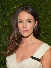 Abigail Spencer chose a clear lip gloss to add just a touch of shine to her look at the 'Vogue' and MAC Cosmetics Dinner party.
