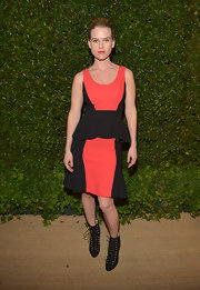 Alice Eve rocked the color blocked look when she wore this black and red peplum frock that featured a fit and flare skirt.