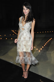 The brightest of the evening, Caroline Sieber, showed some skin in her sheer bow-adorned organza dress. J'adore!