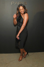 Tiffany Haddish went classic in a one-shoulder LBD with ruffle detailing at the Messika party.