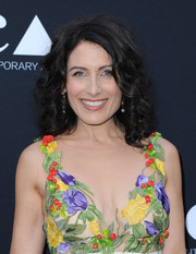 Lisa Edelstein styled her hair with bouncy curls for the MOCA Gala.