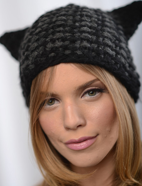 More Pics of AnnaLynne McCord Knit Beanie (1 of 9) - Winter Hats Lookbook - StyleBistro