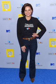 Lana Parrilla completed her look with a pair of flare jeans.