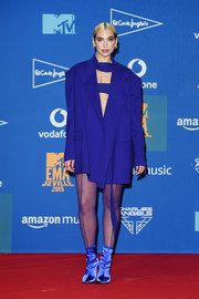 Dua Lipa posed at the MTV EMA winners room wearing an oversized purple jacket by Mugler.