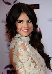 Selena Gomez wore a bright, candy pink lipstick to the 2011 MTV Europe Music Awards.