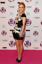 Hayden Panettiere donned a back and white cocktail dress at the MTV EMA's. She topped off her look with black platform slingbacks.