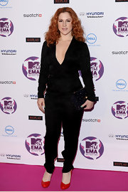 Katy B added a pop of color to her ensemble with bright red pumps.