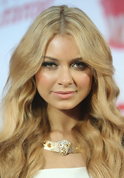 Havana Brown opted for lightly painted pout to complement her smokey eyes for the MTV Summer Party.