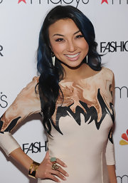 Jeannie Mai polished her long nails with a pretty peach shade of lacquer for the Macy's Fashion Star celebration.