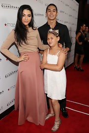 Fivel Stewart combined pretty hues on the red carpet -- featuring a pale rose maxi skirt and a nude long-sleeve top.