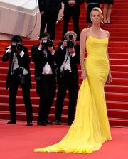 Charlize Theron totally owned the red carpet in a bright yellow strapless gown by Christian Dior Couture during the 'Mad Max: Fury Road' premiere in Cannes.
