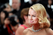 Naomi Watts looked lovely with her vintage-style curls at the 'Mad Max: Fury Road' premiere in Cannes.