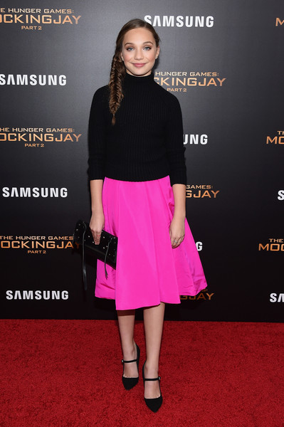 Maddie Ziegler Pumps [the hunger games: mockingjay- part 2,clothing,pink,dress,fashion,shoulder,magenta,carpet,premiere,red carpet,footwear,maddie ziegler,new york premiere,new york,theater,lincoln square,amc loews,premiere]