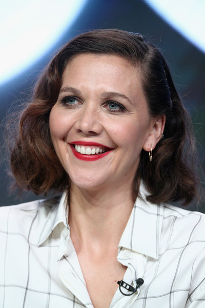 Maggie Gyllenhaal Curled Out Bob [the deuce,hair,face,hairstyle,chin,eyebrow,lip,smile,white-collar worker,maggie gyllenhaal,california,beverly hills,the beverly hilton hotel,tca,hbo,portion,summer television critics association press tour]