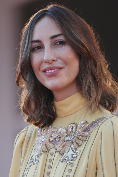 Gia Coppola wore her hair in shoulder-length waves at the Venice Film Festival screening of 'Mainstream.'