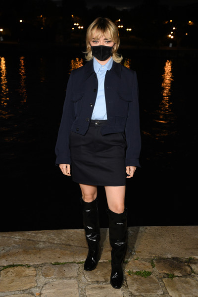 Maisie Williams Cropped Jacket [photograph,clothing,knee-high boot,footwear,outerwear,fashion,knee,leg,riding boot,joint,thigh,ami alexandre mattiussi,maisie williams,fashion,part,boot,paris,photocall - paris fashion week,show,paris fashion week,fashion,alicia in paris,dior,fashion week,fashion show,paris fashion week 2020,chlo\u00e9,photograph,louis vuitton]