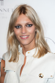 Anja Rubik kept her styling to a minimum with this simple center-parted 'do at the Maison Vionnet 100th anniversary cocktail.