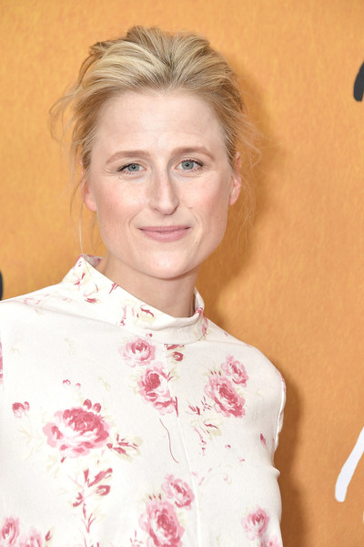 Mamie Gummer Messy Updo [mamie gummer,mary queen of scots,hair,face,hairstyle,skin,eyebrow,pink,chin,blond,lip,smile,new york,paris theater,premiere,premiere]