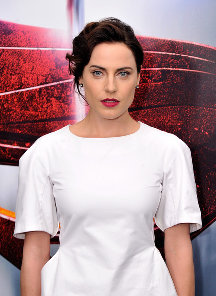 More Pics of Antje Traue Bright Lipstick (1 of 3) - Bright Lipstick Lookbook - StyleBistro