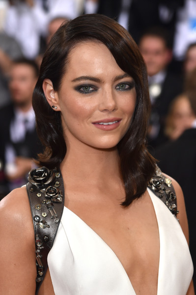Emma Stone contrasted her demure hairstyle with edgy eye makeup.