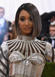 Jourdan Dunn looked stylish with her sleek graduated bob at the Met Gala.