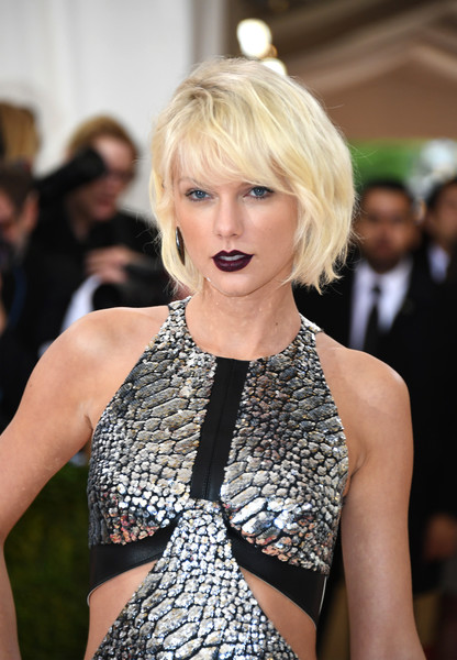 More Pics of Taylor Swift Bob (1 of 30) - Taylor Swift Lookbook - StyleBistro [hair,blond,face,hairstyle,beauty,fashion,lady,lip,model,dress,manus x machina: fashion in an age of technology costume institute gala - arrivals,manus x machina: fashion in an age of technology costume institute gala,new york city,taylor swift,metropolitan museum of art]