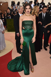 Hailee Steinfeld was sleek and sophisticated at the Met Gala in a strapless emerald-green cutout gown by H&M.