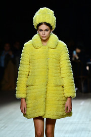 Kaia Gerber wore a matchy-matchy yellow faux-fur hat and coat combo at the Marc Jacobs Fall 2020 show.