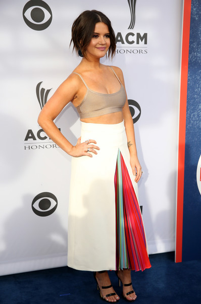 Maren Morris Sports Bra [fashion model,flooring,shoulder,cocktail dress,joint,carpet,gown,formal wear,red carpet,long hair,cocktail dress,maren morris,musician,acm honors - red carpet,acm honors,celebrity,carpet,fashion model,flooring,shoulder,maren morris,musician,celebrity,11th annual acm honors,clothing,model,singer,country music,red carpet,songwriter]