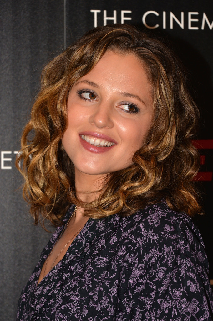 Margarita Levieva Medium Curls Shoulder Length