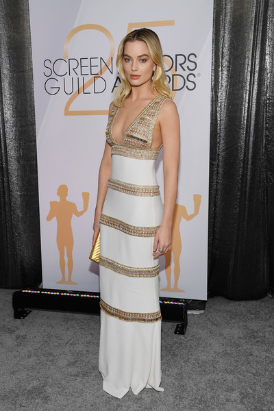 Margot Robbie Form-Fitting Dress [red carpet,dress,clothing,shoulder,hairstyle,cocktail dress,premiere,fashion,carpet,flooring,event,margot robbie,screen actors guild awards,screen actors\u00e2 guild awards,california,los angeles,the shrine auditorium,margot robbie,25th screen actors guild awards,mary queen of scots,los angeles,sag-aftra,actor,celebrity,red carpet,screen actors guild awards]