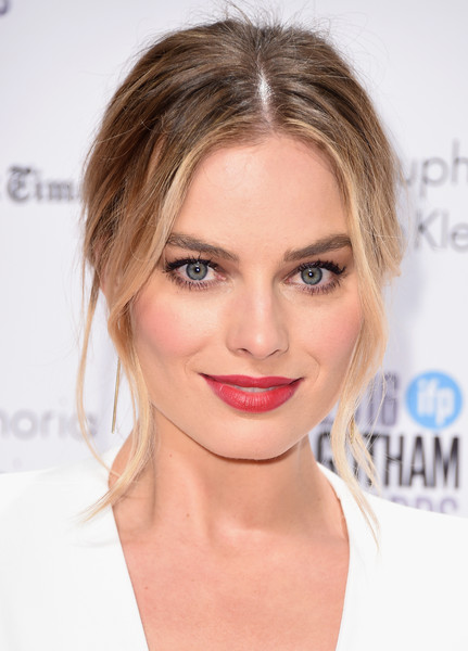 Margot Robbie Red Lipstick