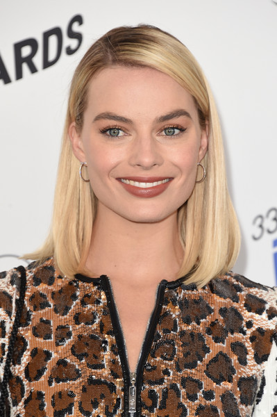 Margot Robbie Mid-Length Bob [photograph,hair,blond,beauty,human hair color,eyebrow,hairstyle,fashion model,chin,long hair,shoulder,margot robbie,film independent spirit awards,hair,beauty,human hair color,eyebrow,hairstyle,santa monica,california,margot robbie,birds of prey,33rd independent spirit awards,harley quinn,film,actor,2018,independent spirit awards,film director,photograph]