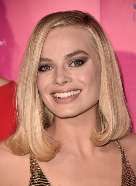 Margot Robbie Mid-Length Bob [hair,blond,face,hairstyle,eyebrow,chin,lip,long hair,layered hair,beauty,tonya,arrivals,margot robbie,california,hollywood,egyptian theatre,neon,premiere of neon,premiere]