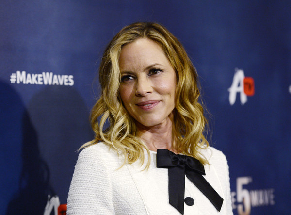 Maria Bello Medium Wavy Cut [awesomenesstv,the 5th wave,hair,blond,hairstyle,television presenter,long hair,outerwear,electric blue,premiere,spokesperson,smile,red carpet,maria bello,the grove,california,los angeles,pacific theatre,screening,fan screening]