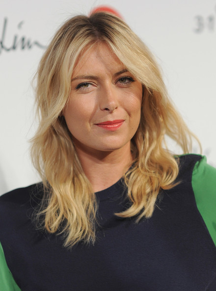 Maria Sharapova Medium Wavy Cut