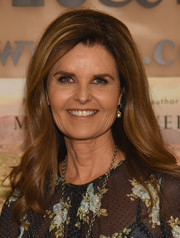 Maria Shriver attended her book signing wearing a demure wavy hairstyle.