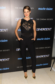 Shailene Woodley added more elegance with a pair of gold Rupert Sanderson pumps.