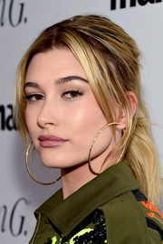 Hailey Baldwin rocked a pair of oversized gold hoops by Suzanne Kalan.