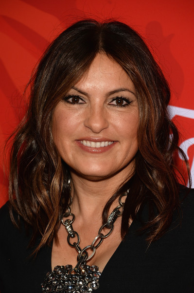 Mariska Hargitay Medium Wavy Cut